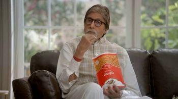 Bikaji TV Spot, 'Amitji Loves Bikaji- Sharing Is Caring?' Featuring Amitabh Bachchan - Thumbnail 3