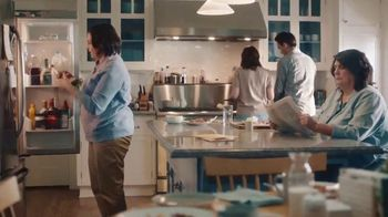 GEICO TV Spot, 'Aunt Infestation' - Thumbnail 2