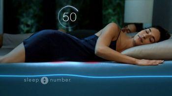 Sleep Number Weekend Special TV Spot, 'Automatically Adjusts: Save up to $500 & Free Delivery' - Thumbnail 5