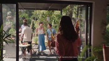 Corona Extra TV Spot, 'Backyard Beach' Song by Khruangbin - Thumbnail 4