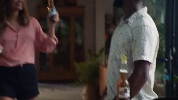 Corona Extra TV Spot, 'Backyard Beach' Song by Khruangbin - Thumbnail 5
