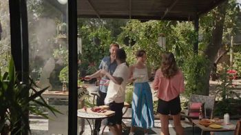 Corona Extra TV Spot, 'Backyard Beach' Song by Khruangbin - Thumbnail 9