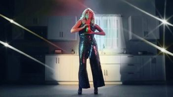 Prego TV Spot, 'Pour It on Thick: Disco' Featuring Cecily Strong - Thumbnail 4