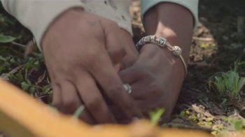 Carhartt TV Spot, 'Mother's Day: Hands Built To Do Anything - All Hail Mom' - Thumbnail 3