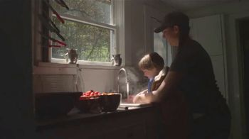 Carhartt TV Spot, 'Mother's Day: Hands Built To Do Anything - All Hail Mom' - Thumbnail 4