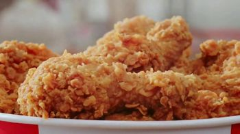 KFC $20 Fill Up TV Spot, 'Homestyle Cookin' Without the Cookin: Contactless Delivery' - Thumbnail 4