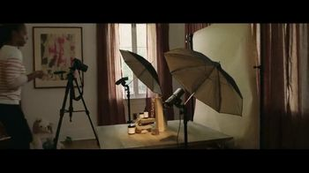 Wells Fargo Mobile Deposit TV Spot, 'Bank Without Missing a Beat: Shutterbug Sally'