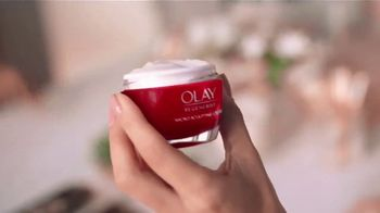 Olay  Regenerist TV Spot, 'Not Your Mama's' [Spanish] - Thumbnail 4