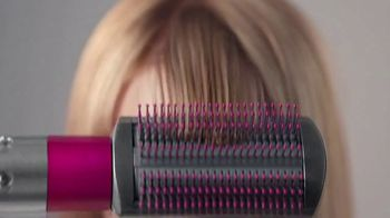 Dyson Airwrap Styler TV Spot, 'With Barrels To Curl Hair' - Thumbnail 7