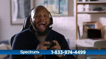 Spectrum TV and Internet TV Spot, 'Got Game: 200 Mbps' - Thumbnail 3