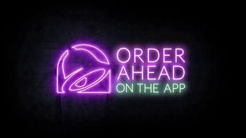 Taco Bell $5 Chalupa Cravings Box TV Spot, 'Friends' - Thumbnail 10