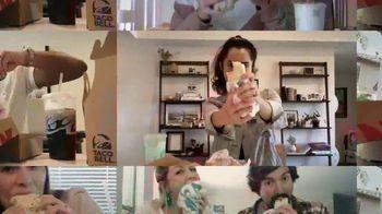 Taco Bell $5 Chalupa Cravings Box TV Spot, 'Friends' - Thumbnail 5