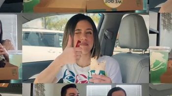 Taco Bell $5 Chalupa Cravings Box TV Spot, 'Friends' - Thumbnail 6