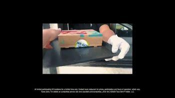 Taco Bell $5 Chalupa Cravings Box TV Spot, 'Friends' - Thumbnail 7