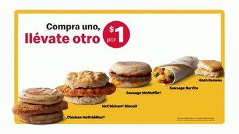 McDonald's Buy One, Get One for $1 TV Spot, 'Un solo desayuno' [Spanish] - Thumbnail 5