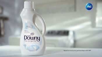 Downy Free & Gentle TV Spot, 'Stiff Clothes' - Thumbnail 8