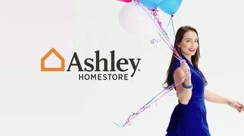 Ashley HomeStore Venta de Memorial Day TV Spot, '25 por ciento de descuento' [Spanish] - Thumbnail 1