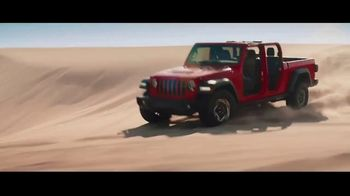 Fiat Chrysler Automobiles TV Spot, 'Drive Forward: Full Line' Song by One Republic [T1] - Thumbnail 8