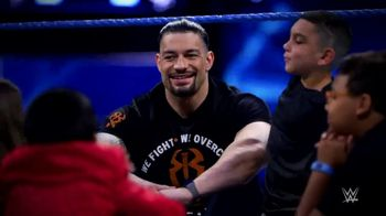 WWE TV Spot, 'Donde las sonrisas importan más' [Spanish] - Thumbnail 4