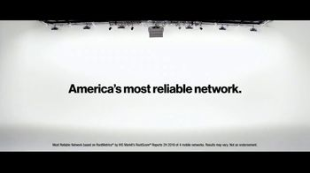 Verizon TV Spot, 'Helping Those Who Serve: $900 Edge+' - Thumbnail 7