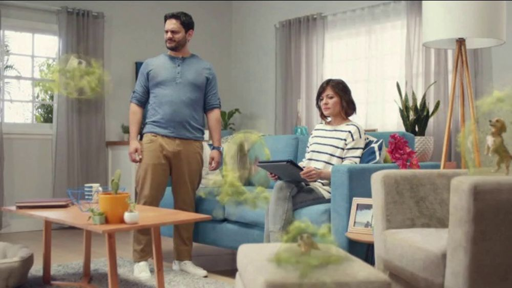Febreze FABRIC Refresher TV Commercial, 'Soft Surfaces'