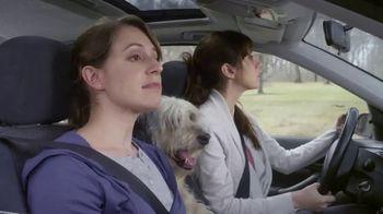 Febreze Car Vent Clips TV Spot, 'Olor de perro' [Spanish] - Thumbnail 8