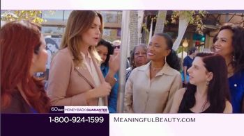 Meaningful Beauty TV Spot, 'Pop-Up Event' Featuring Cindy Crawford - Thumbnail 4