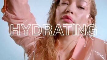 Maybelline New York Lifter Gloss TV Spot, 'Lasting Hydration' Featuring Gigi Hadid - Thumbnail 6