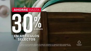 Ashley HomeStore Venta de Labor Day TV Spot, 'Camas y mesas' [Spanish] - Thumbnail 3