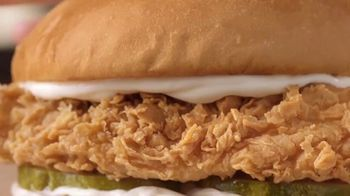 Popeyes Chicken Sandwich TV Spot, '¿Hace falta?' [Spanish] - Thumbnail 6