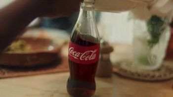 Coca-Cola TV Spot, 'La gran comida' canción de Amadou & Mariam [Spanish] - Thumbnail 5