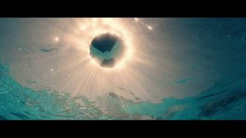 Miller Lite TV Spot, 'Junto a la piscina' [Spanish] - Thumbnail 1