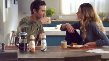 Coffee-Mate Natural Bliss Almond Milk Creamer TV Spot, 'Simplemente deliciosa' [Spanish] - Thumbnail 7