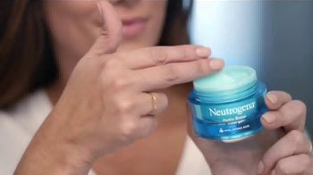 Neutrogena Hydro Boost TV Spot, 'Doble la hidratación: Cleansing Wipes' con Gaby Espino [Spanish] - Thumbnail 5