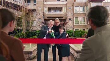 Apartments.com TV Spot, 'Big Scissors' Featuring Jeff Goldblum - Thumbnail 5