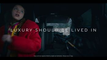 Infiniti QX60 TV Spot, 'Hockey' Song by Hannah Williams & The Affirmations [T2] - Thumbnail 7