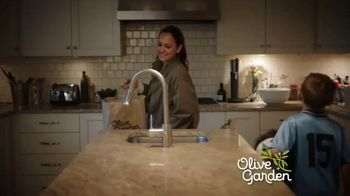 Olive Garden Buy One Take One TV Spot, 'Pickup or Delivery' - Thumbnail 1