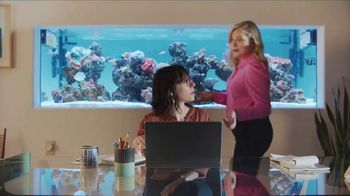 XFINITY Internet TV Spot, 'Open House: Get Up to 1 Gbps' Featuring Amy Poehler - Thumbnail 4