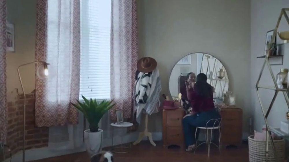 Rocket Mortgage TV Commercial, 'Rocket Can: Queen'
