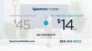 Spectrum Mobile TV Spot, 'Real People, Real Savings' - Thumbnail 4