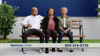Spectrum Mobile TV Spot, 'Real People, Real Savings' - Thumbnail 5
