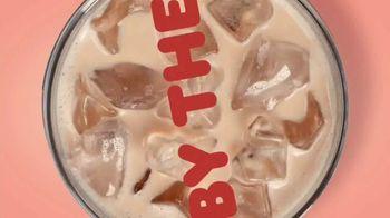 Dunkin' Oatmilk TV Spot, 'Cozy by the Cupful' - Thumbnail 4