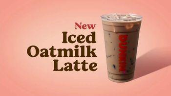 Dunkin' Oatmilk TV Spot, 'Cozy by the Cupful' - Thumbnail 6