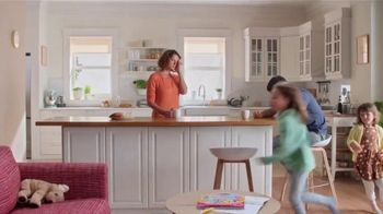 Vicks DayQuil Severe Honey TV Spot, 'Life Doesn't Stop' - Thumbnail 1