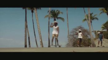 Corona Hard Seltzer TV Spot, 'Delivering Refreshing Flavors' Song by Pete Rodriguez - Thumbnail 4