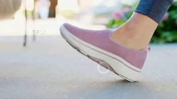 SKECHERS Arch Fit TV Spot, 'Balance and Support' - Thumbnail 5