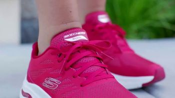 SKECHERS Arch Fit TV Spot, 'Balance and Support' - Thumbnail 7
