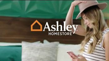 Ashley HomeStore Labor Day Sale TV Spot, 'Doorbusters, Queen Bed and Special Financing' - Thumbnail 1