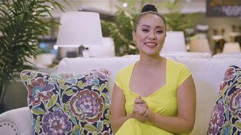 Ashley HomeStore Labor Day Sale TV Spot, 'Juego de sofá Abinger' [Spanish] - Thumbnail 5