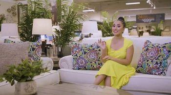 Ashley HomeStore Labor Day Sale TV Spot, 'Juego de sofá Abinger' [Spanish] - Thumbnail 1